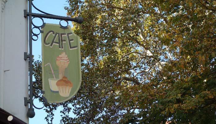 カフェ店名